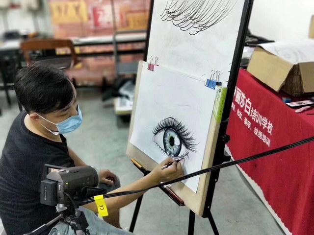 跟老师学手绘课,美甲纹绣化妆对手绘能力有要求吗